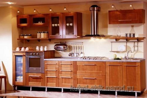 Кухни на заказ с фасадами из дерева